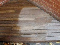 R side: untreated, left to weather. Middle: washed with GLOUROS cleaner. L side: treated with Alis decking oil in oak stain